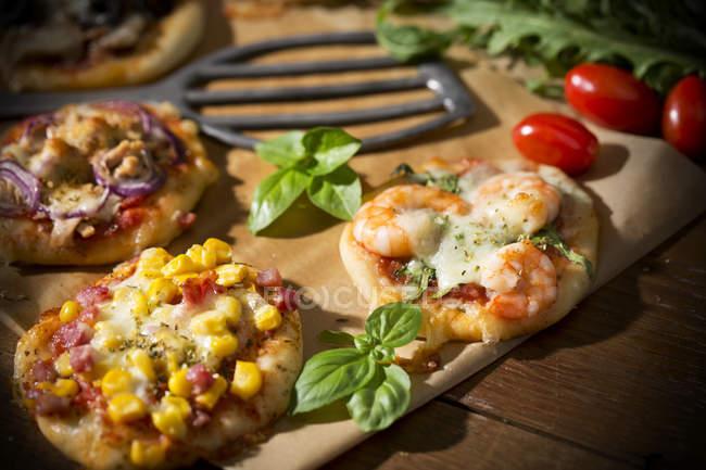 Mini pizzas en Tajo hecho en casa - foto de stock