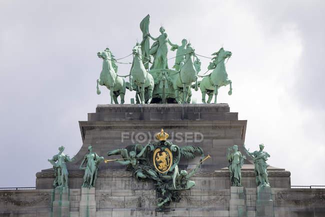Бельгія Брюссель парк п'ятидесятиріччя, Тріумфальна арка, Квадрига — стокове фото
