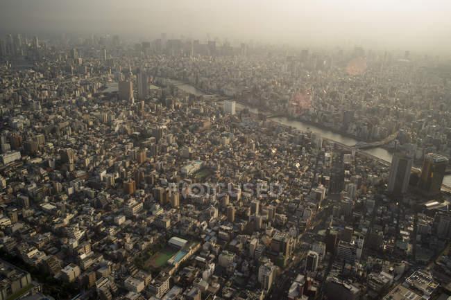 Japón, Tokio, vista hacia el río Asakusa y Sumida durante el día - foto de stock