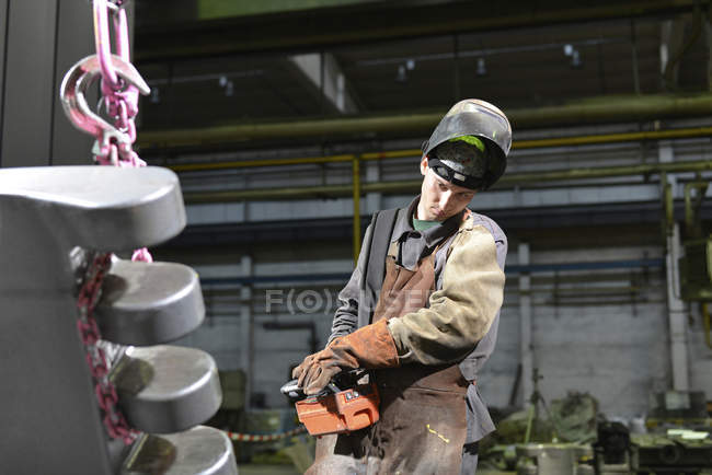 Worker standing in a foundry — Stock Photo