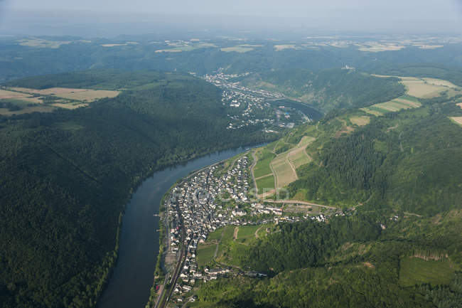 Germany, Rhineland-Palatinate, aerial view of Klotten and Cochem with Moselle River — Stock Photo