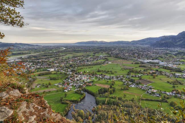 Вид с горы Кумменберг, расположенной рядом с Боденским озером в австрийском Карлберге — стоковое фото