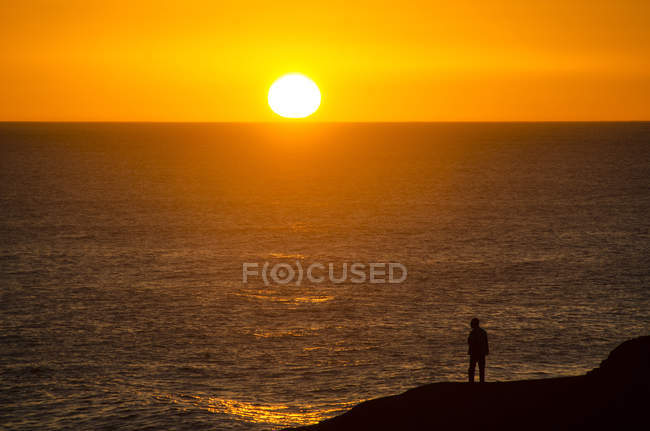 Spain, View of man by atlantic ocean at sunset — Stock Photo