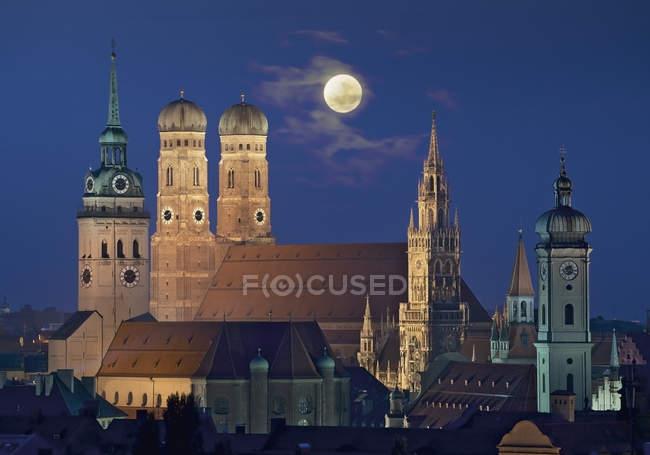 Deutschland, Bayern, München, Blick auf die Stadt bei Nacht — Stockfoto
