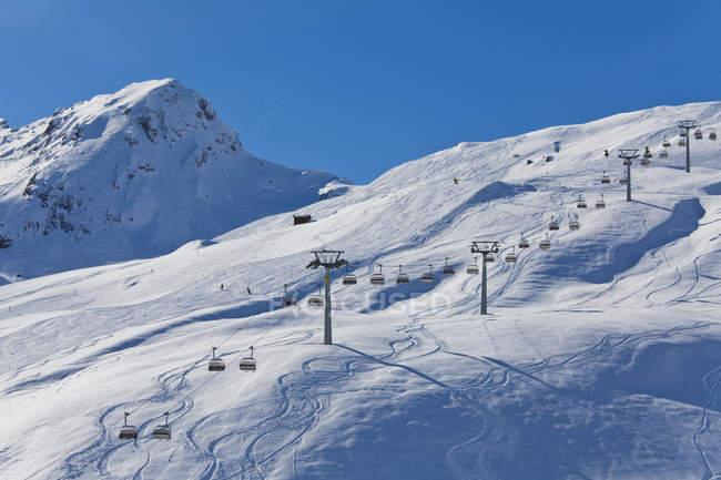 Швейцарія, перегляд підйомника стілець — стокове фото
