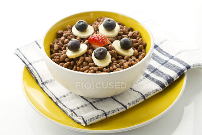 Breakfast bowl of choclate chip cereals with banana, blueberry and strawberry — Stock Photo