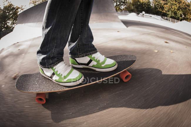 , Mature man standing on skateboard — Stock Photo