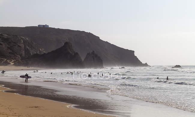 Surfers at Praia do Amado — Fotografia de Stock