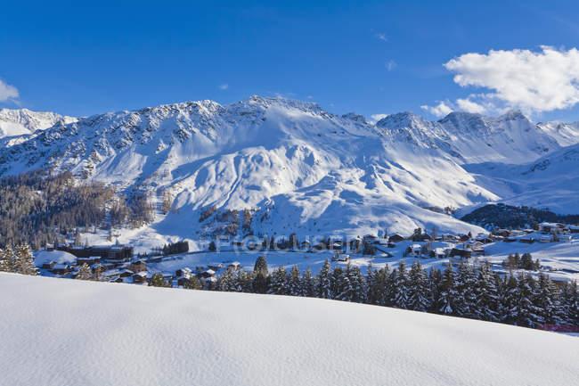 Montagne innevate invernali, località sciistica, Arosa, Grigioni, Svizzera — Foto stock