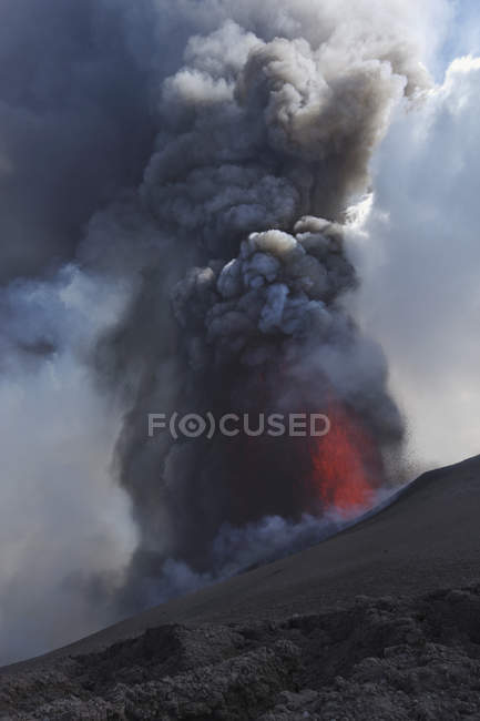 Italy, Sicily, View of lava erupting from Mount Etna — Stock Photo