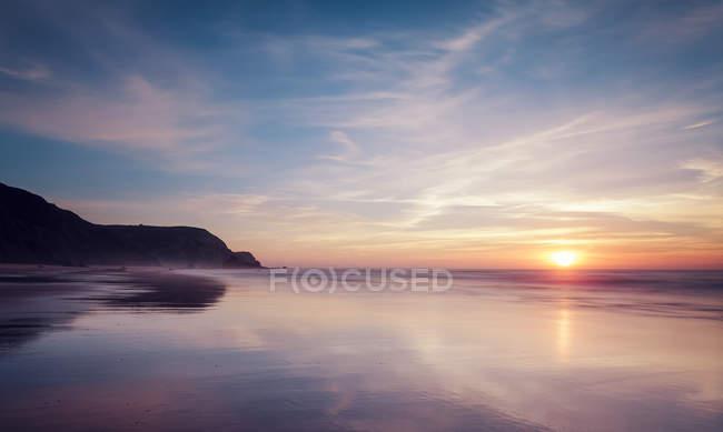 Portugal, vista da Praia do Castelejo ao pôr do sol — Fotografia de Stock