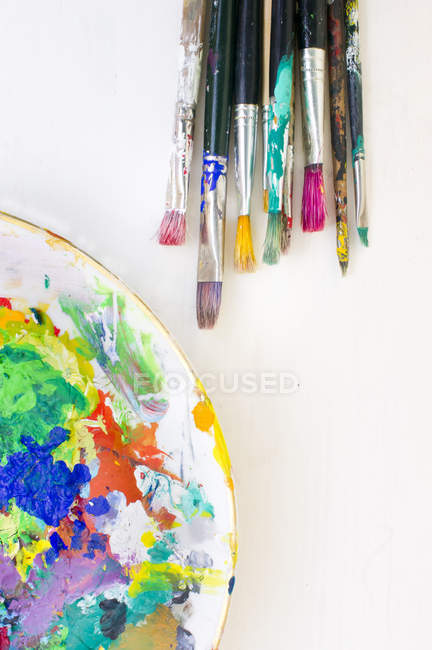 Paint brushes, palette on white background — Stock Photo