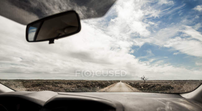 Portugal, Vue de la route par pare-brise de voiture — Photo de stock
