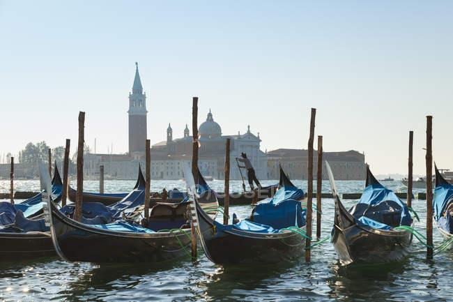 Italia, Venezia, attracco gondole in Piazza San Marco — Foto stock