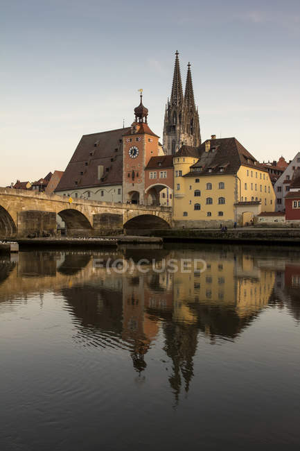 Germany, Bavaria, Regensburg, View of Danube River with Saint Peter and stone bridge — Stock Photo