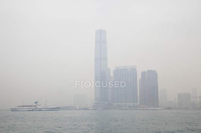 Китай, мнение международного центра торговли в Гонконге — стоковое фото