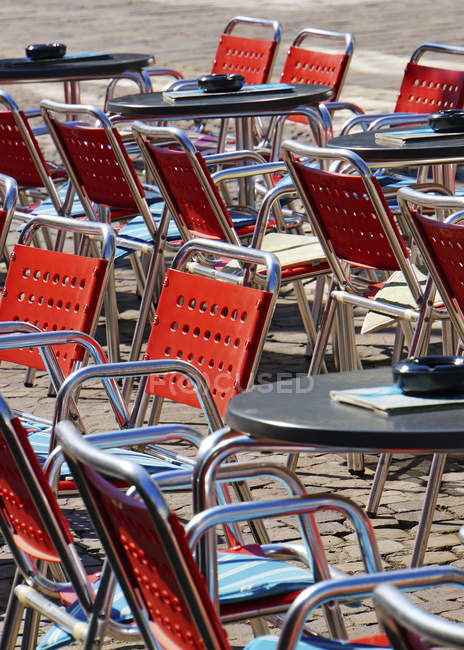 Empty tables and chairs at Minden  during daytime — Stock Photo