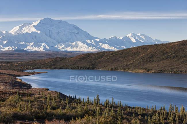 EUA, Alasca, vista do Monte Mckinley e reflexão de maravilha lago no Parque Nacional Denali — Fotografia de Stock