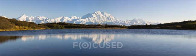 Estados Unidos, Alaska, vista del Monte Mckinley y Alaska en el Parque Nacional Denali - foto de stock