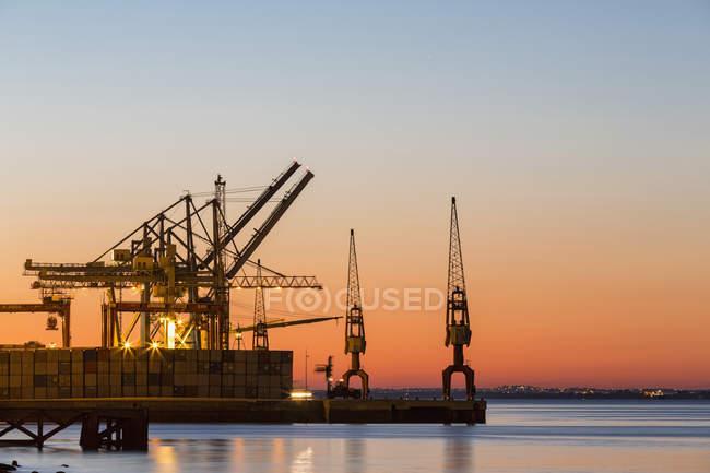 Португалия, Лисбон, вид на порт Ривер-Плейс — стоковое фото
