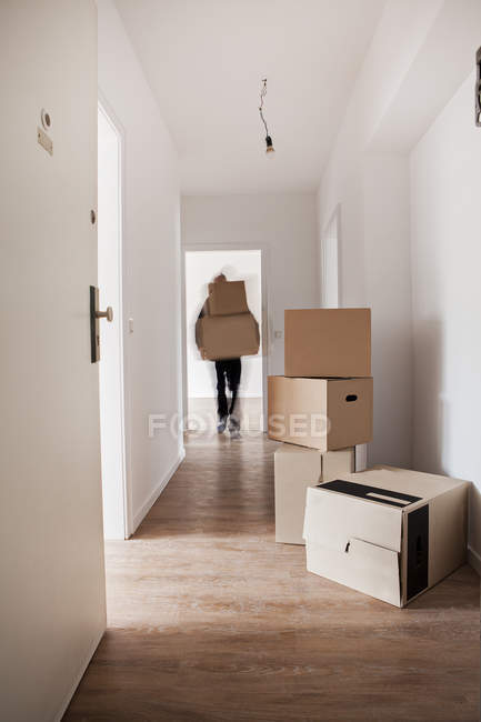 Unloading cardboard boxes — Stock Photo
