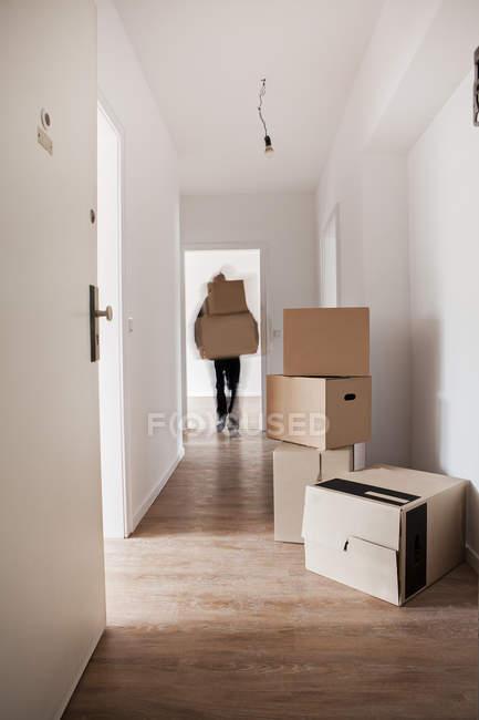 Scarico scatole di cartone — Foto stock