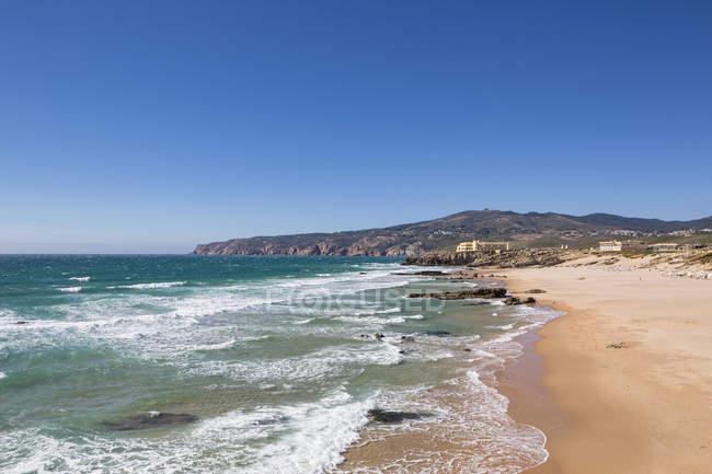 Praia do Guincho with blue sky — Fotografia de Stock