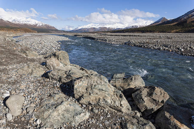 EUA, Alasca, vista do Rio Toklat no Parque Nacional Denali — Fotografia de Stock