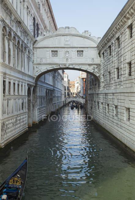 Veduta del Ponte dei Sospiri di giorno Venezia — Foto stock