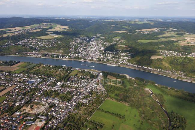 Europa, Alemanha, Renânia Palatinado, Vista aérea da confluência do rio Ahr e do rio Reno, cidade de Kripp em primeiro plano — Fotografia de Stock