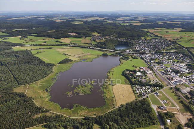 Europa, Alemanha, Renânia Palatinado, Vista da lagoa Jungfer e Ulmener Maar — Fotografia de Stock