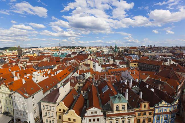 República Checa, centro de edificios de la ciudad durante el día - foto de stock