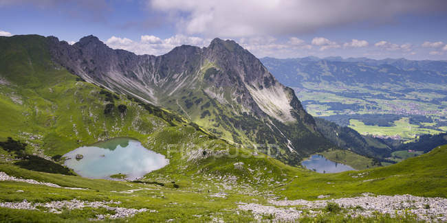 Germany, Bavaria, Allgaeu, Allgaeu Alps, Upper and Lower Gaisalp lake in mountains — Stock Photo