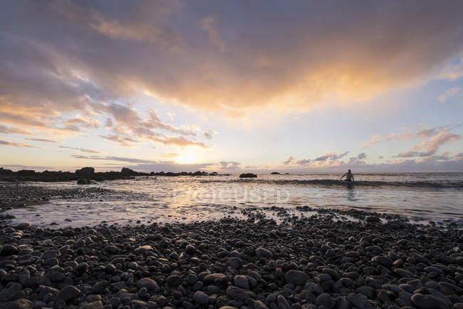 Spain, Canary Islands, La Gomera, Valle Gran Rey, evening at shingle beach — Stock Photo