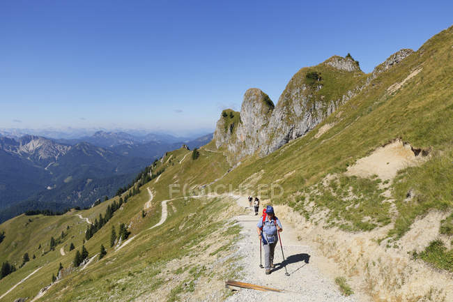 Germany, Bavaria, Mangfall Mountains, Hikers walking on path at Rotwand — Stock Photo