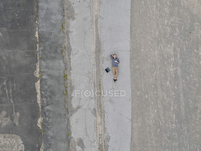 Young businessman with laptop relaxing in solitude, quadcopter view — Stock Photo