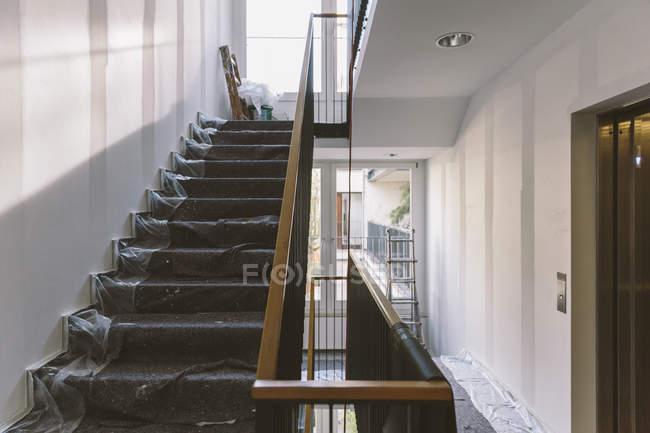 Innenansicht der Renovierung der Treppe — Stockfoto