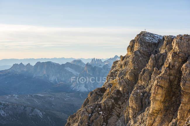 Italie, Vénétie, Dolomites, Sommet de Lagazuoi dans la lumière du soir — Photo de stock
