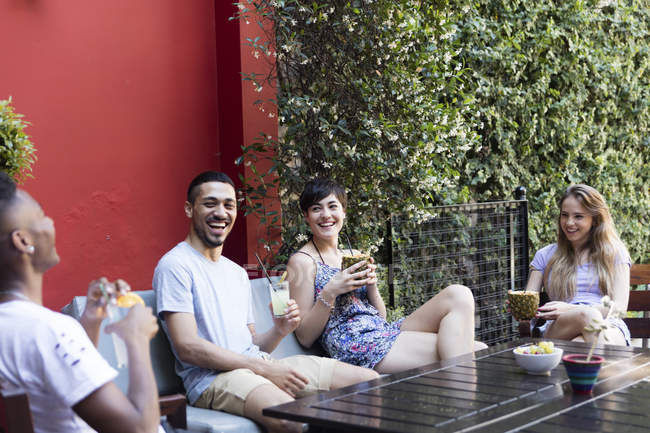 Happy friends having cocktails outside — Stock Photo