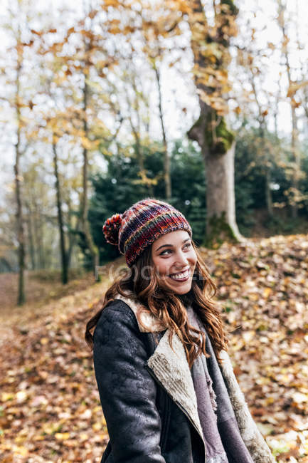 Portrait of a beautiful happy woman in an autumnal forest — Stock Photo