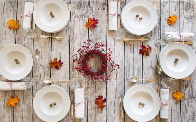 Vista superior de la mesa de otoño - foto de stock