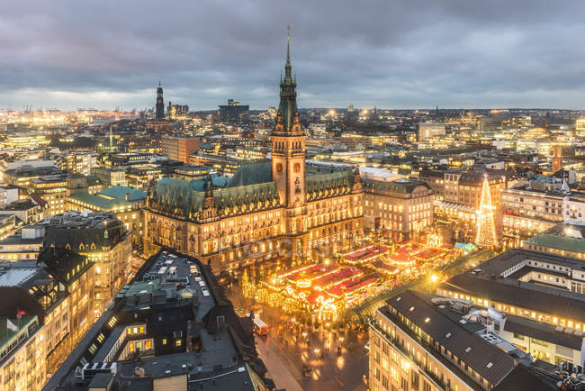 Germany, Hamburg, Christmas market at town hall in the evening — Stock Photo