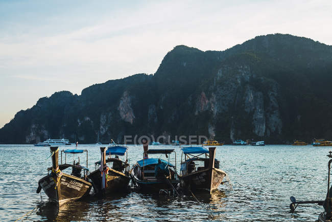 Thailand, Phi Phi Islands, Ko Phi Phi, moored long-tail boats — Stock Photo