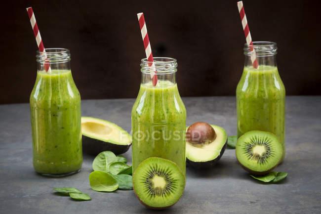 5 smoothie-uri cu kiwi pe care merită să le încerci