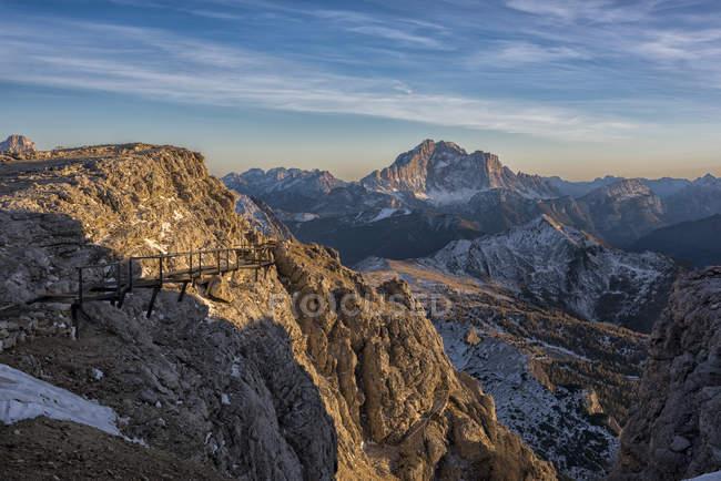 Італія, Венето, Доломітові Альпи, Lagazuoi і Сіветта на заході сонця — стокове фото