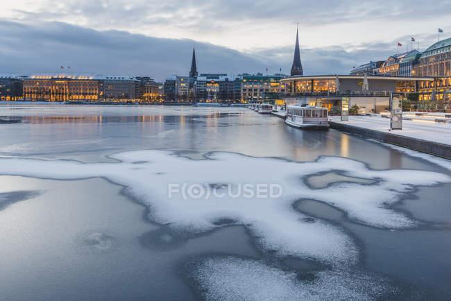 Germania, Amburgo, Jungfernstieg, congelato Lago Interno Alster — Foto stock