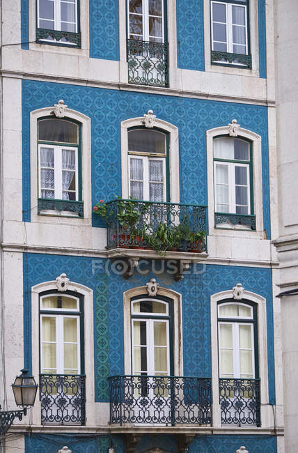 Portugal, Lisbon, Facade of house with azulejos — стокове фото