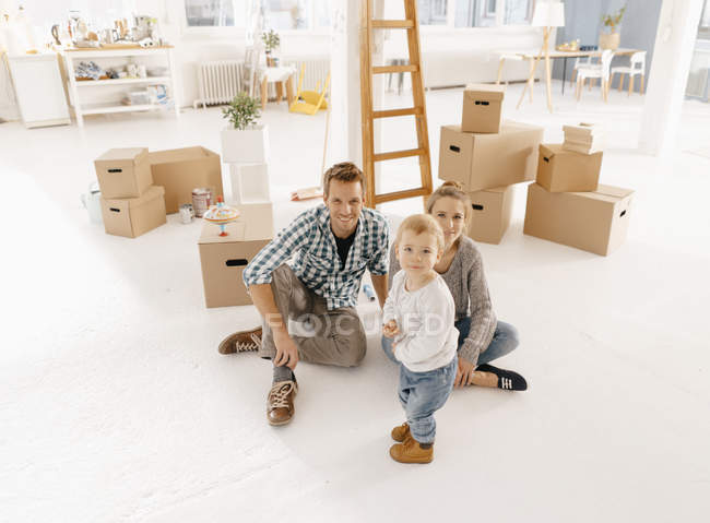 Portrait of smiling family moving into new home — Stock Photo