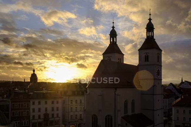Germany, Bavaria, Regensburg, Old town, Neupfarrkirche at sunset — Stock Photo