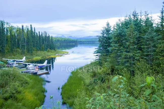 США, Аляска, гидроплан на озере — стоковое фото